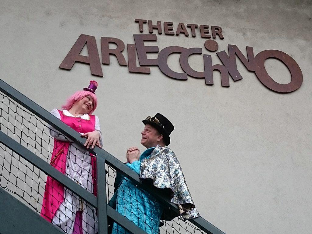 Im Theater Arlecchino